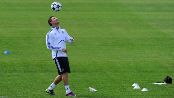 Ảnh Ronaldo tâng bóng kỹ thuật