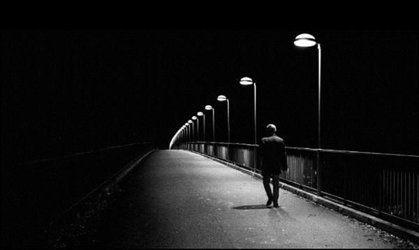 Avatar đen buồn một mình giữa đêm tối