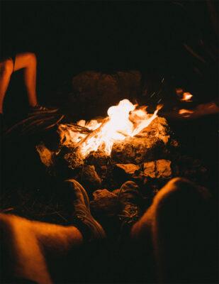 background lửa khi đi cắm trại