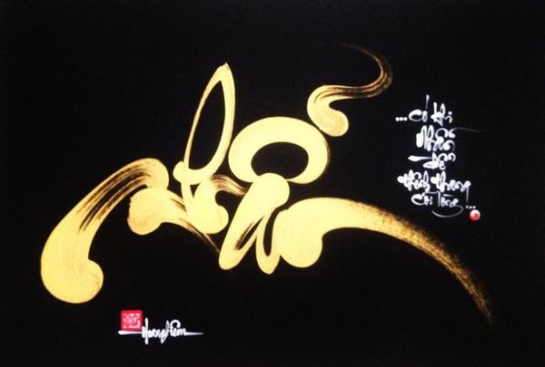 Hình ảnh mẫu chữ Nhận vàng rực rỡ