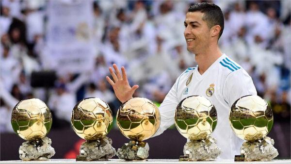 Hình ảnh Ronaldo và 5 quả bóng vàng