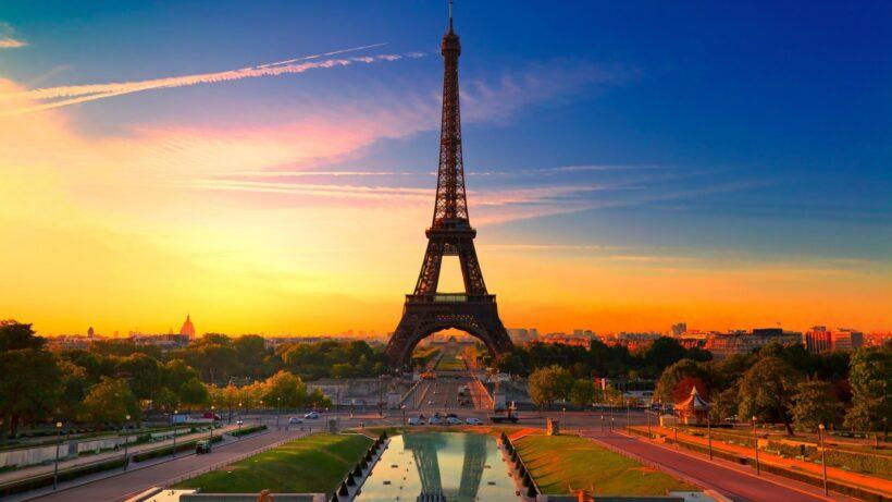 Hình ảnh hoàng hôn ở Tháp Eiffel