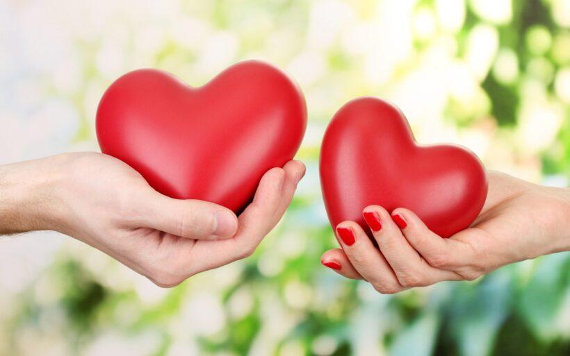 Hình nền hình trái tim yêu thương