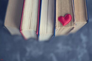 hình nền trái tim đẹp và sách