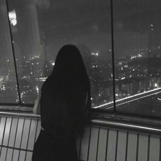 Ảnh avatar cặp đen lúc này người con gái đang nhớ người yêu từ nơi xa