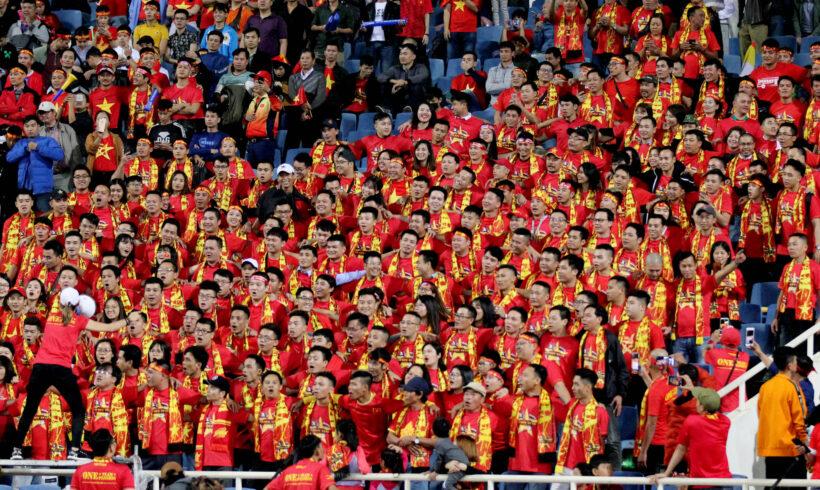 ảnh nền nhóm cổ động viên bóng đá tuyển Việt Nam