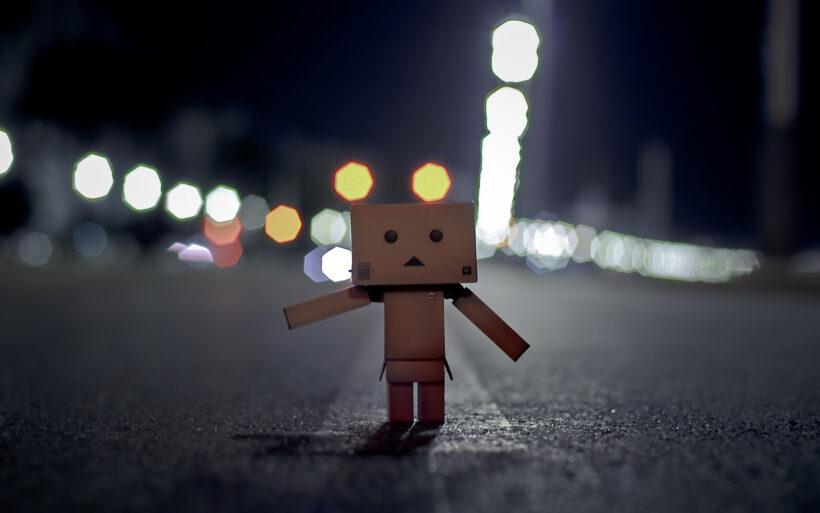 Ảnh người gỗ buồn trong đêm