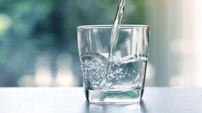 Ảnh nước tinh khiết rót vào cốc đẹp