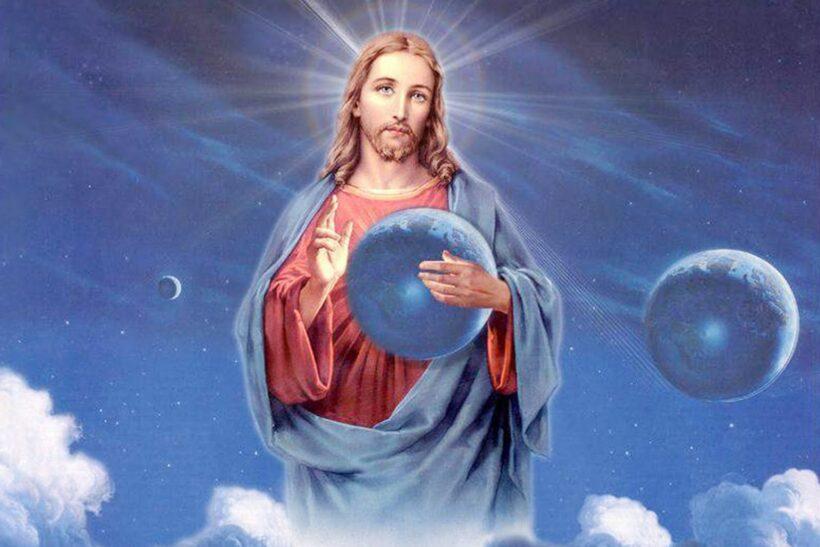 Ảnh thiên chúa ôm trọn trái đất vào lòng