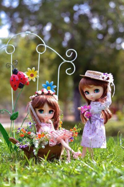 Hình ảnh 2 cô bé búp bê dễ thương
