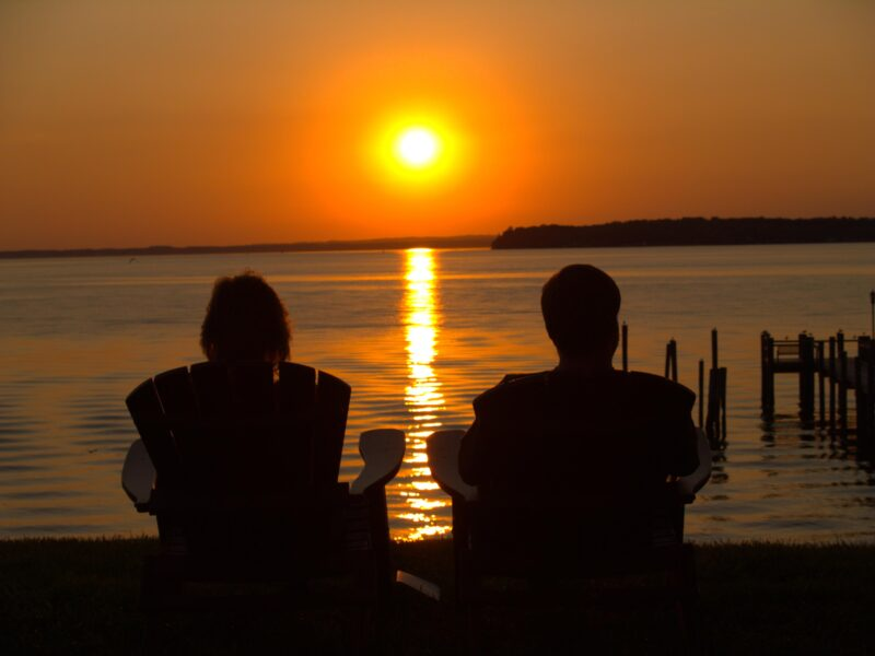 Hình ảnh avatar cặp đen người thật lãng mạn cùng ngắm hoàng hôn
