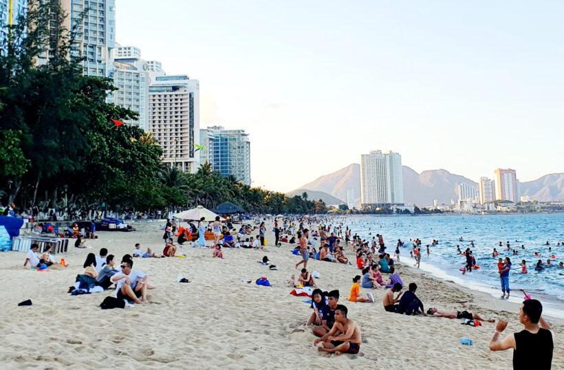 Hình ảnh bãi biển Nha Trang mùa du lịch