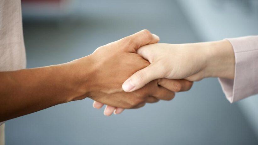 hình ảnh cách bắt tay dành cho nữ giới