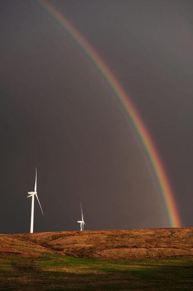 hình ảnh cầu vồng bên đồi cối xay gió