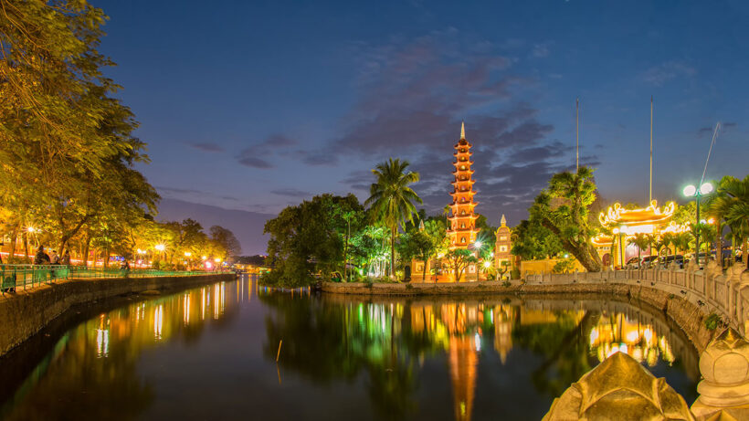 Hình ảnh chùa Trần Quốc Hà Nội về đêm