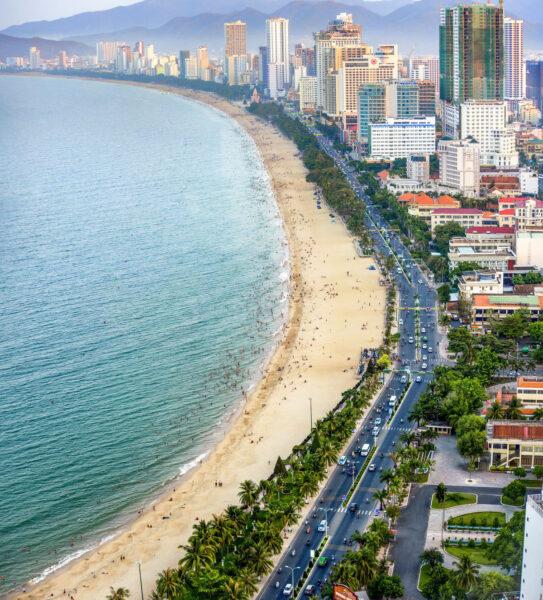 Hình ảnh con đường ven bờ biển Nha Trang