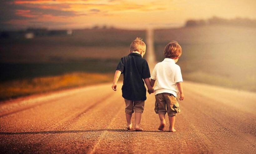 Hình ảnh đại diện bff về đôi bạn thân từ lúc nhỏ