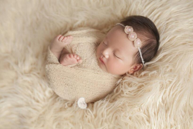 hình ảnh em bé dễ thương đang ngủ