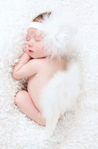 hình ảnh em bé dễ thương đang ngủ ngon