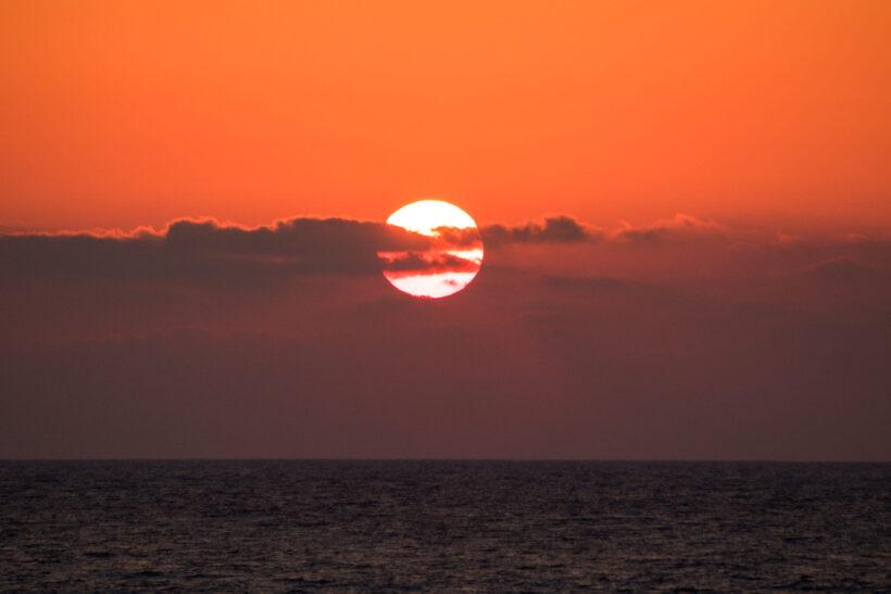 Hình ảnh mặt trời lặn trên biển