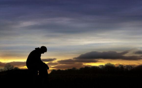 hình ảnh nam buồn cô đơn tâm trạng