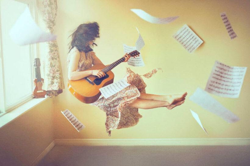Hình ảnh người đánh đàn cảm xúc âm nhạc