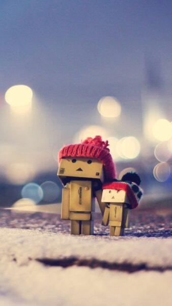hình ảnh người gỗ đội mũ len đỏ