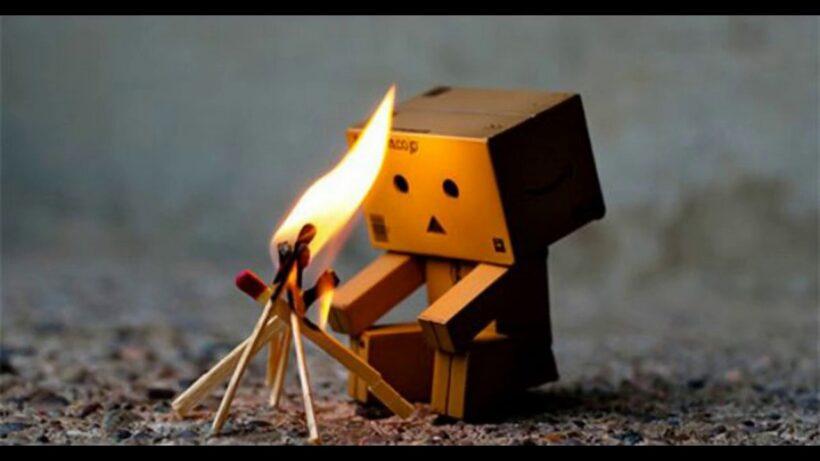 Hình ảnh người gỗ nhóm lửa