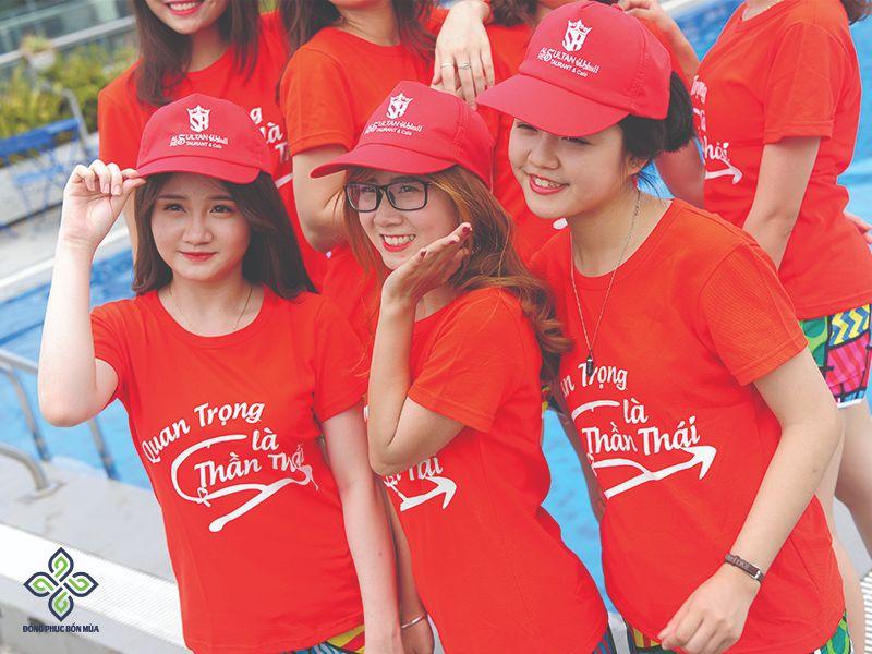 hình ảnh nhóm cùng bộ trang phục đỏ đẹp rực rỡ tươi trẻ