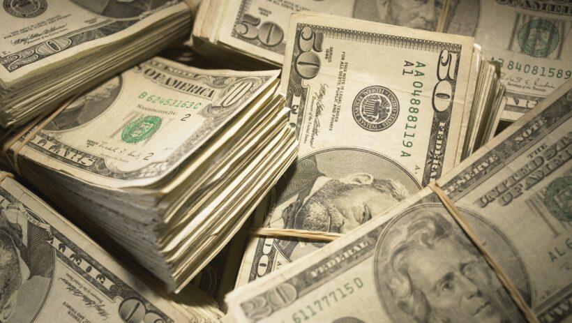Hình ảnh những cọc tiền