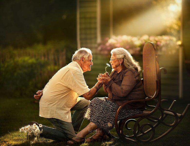 hình ảnh ông bà già yêu nhau