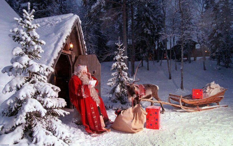 Hình ảnh ông già Noel ở ngôi nhà trong rừng