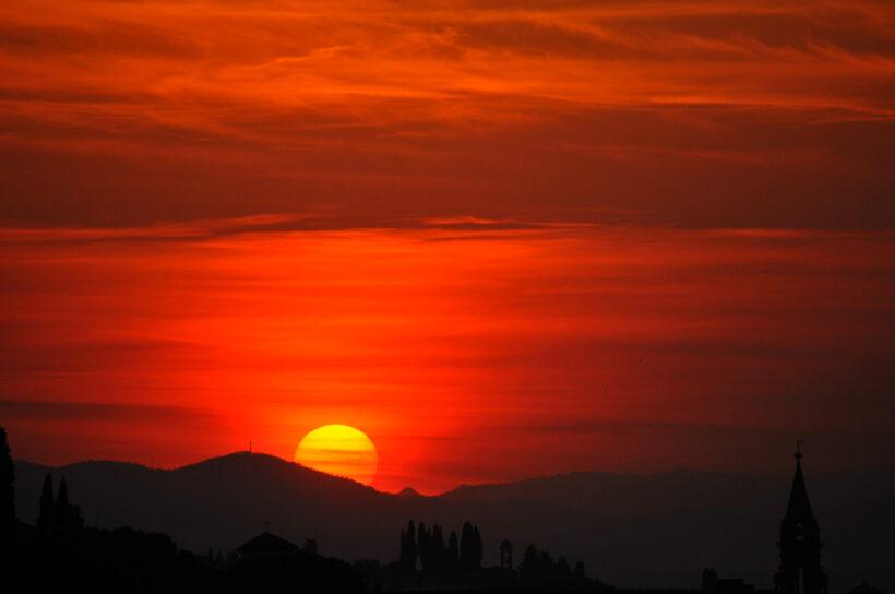 hình ảnh ông mặt trời đỏ rực