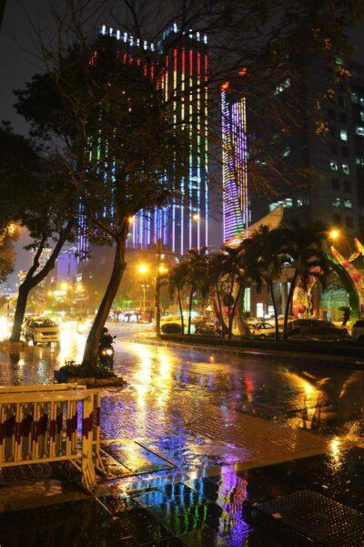 Hình ảnh Sài Gòn đêm mưa
