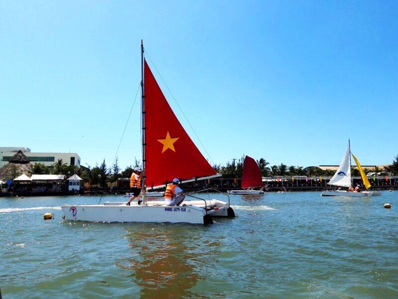 Hình ảnh thuyền buồm cờ đỏ sao vàng cực đẹp