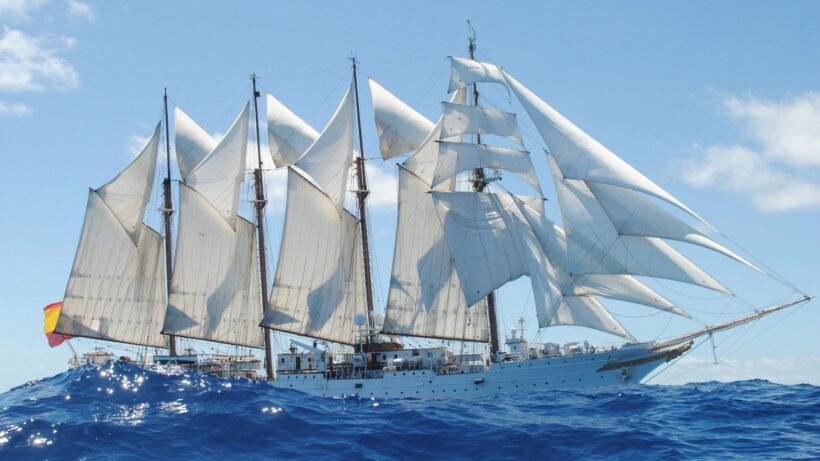Hình ảnh thuyền buồm trên biển