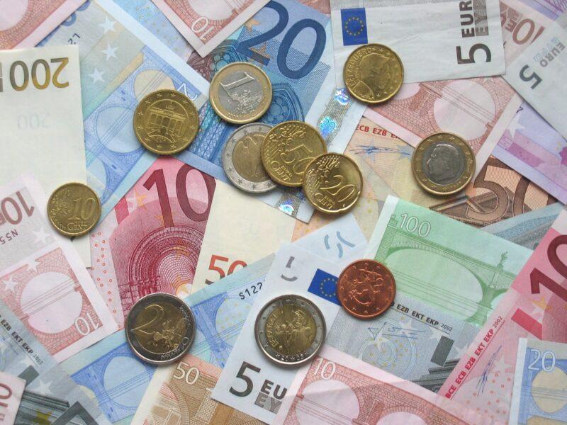 Hình ảnh tiền giấy và tiền xu