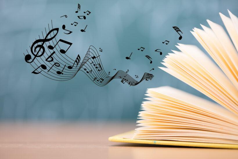hình ảnh trang sách và âm nhạc