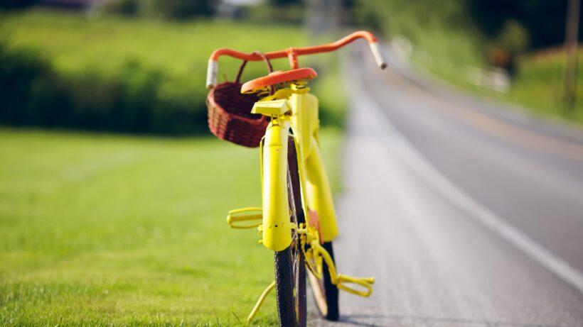 hình ảnh xe đạp màu vàng