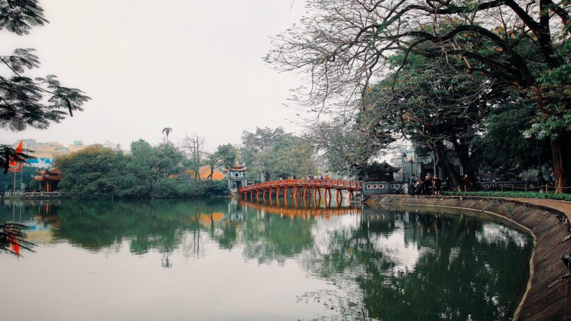 Hình nền Hà Nội với cầu Thê Húc