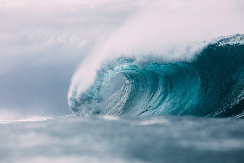 hình nền nước và sự dữ đội của sóng - đại hồng thủy
