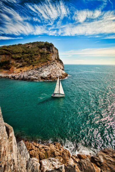 hình nền thuyền buồm trên biển và đảo