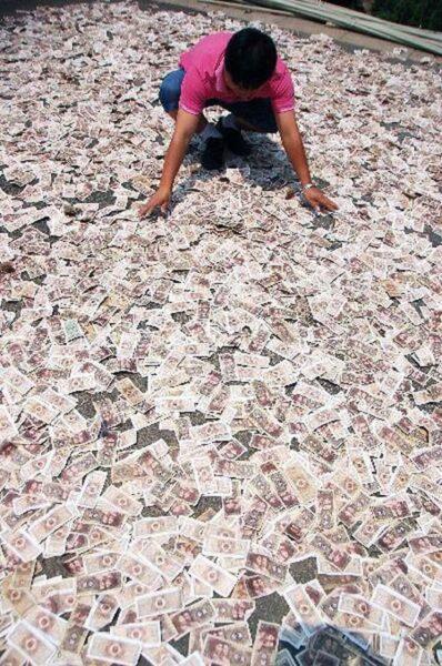 Phơi tiền như phơi cá khô