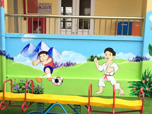 Tranh tường mầm non đẹp về hoạt động thể thao của học sinh