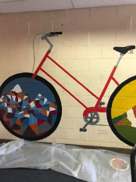 tranh vẽ xe đạp trên tường