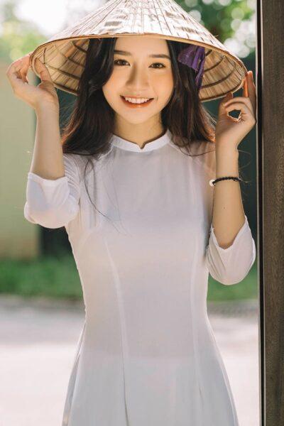 Ảnh gái xinh cấp 2-3 với chiếc nón lá