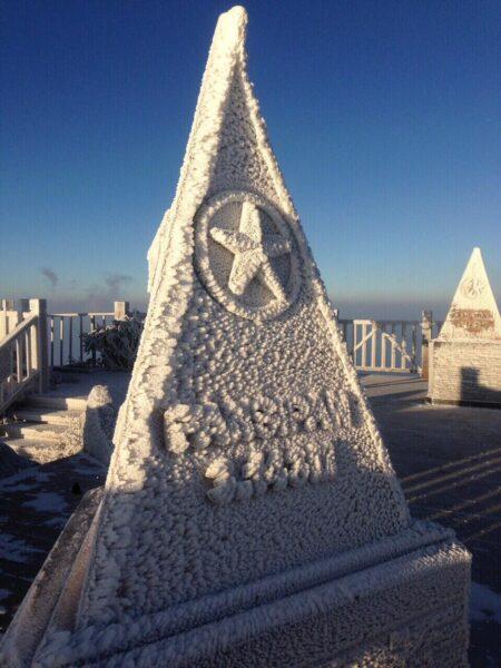 Cảnh tuyết phù kín đỉnh Fansipan đẹp Sapa
