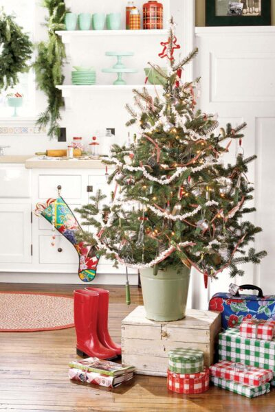cây thông Noel trang trí trong nhà