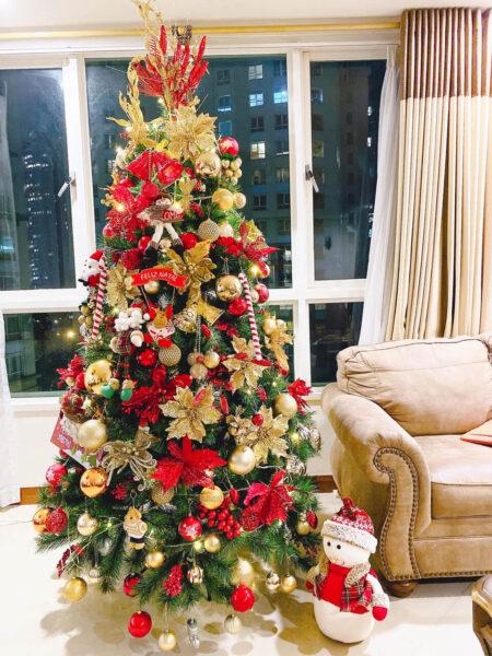 Hình ảnh cây thông Noel được trang trí đẹp