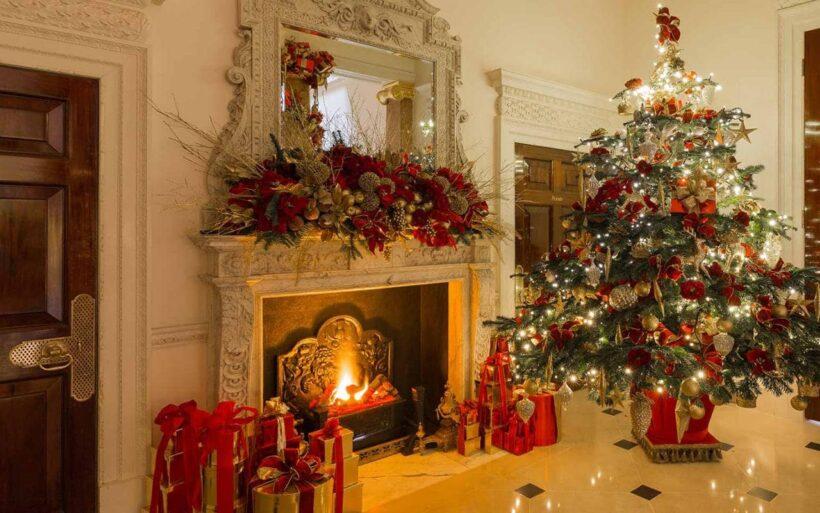 Hình ảnh cây thông Noel trang trí trong nhà mùa lễ Giáng Sinh
